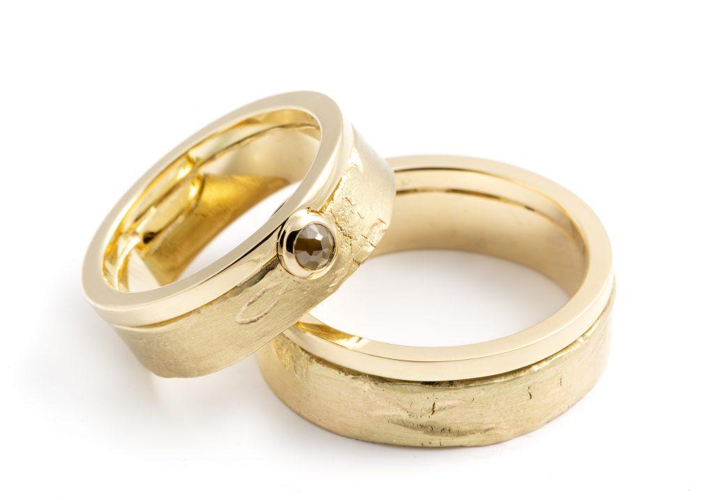 14 karaat-geelgouden ringen-industrieel en organisch-ruw-gepolijst-roos geslepen diamant